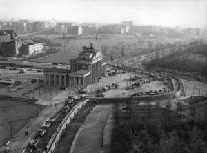 Im Bild: Schandmauer am Brandenburger Tor.